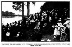 Crowd watching the Coo-ees swimming in Parramatta Park (The Cumberland Argus and Fruitgrowers Advocate 20/11/1915)
