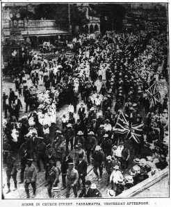 Coo-ees in crowded Church Street, Parramatta (Evening News 11/11/1915)