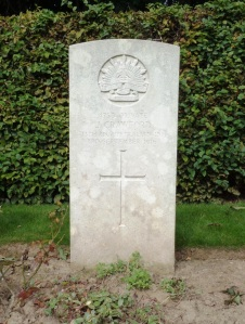 James Crawford's headstone, Contay British Cemetery, France (Photograph: H. Thompson 4/9/2014)