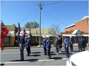 Re-enactor Coo-ee Marchers in front of Hitchen House (Photograph: H. Thompson 5/10/2014)