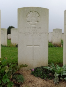 Samuel Luke's headstone at Vaulx Hill Cemetery, France (Photograph: S & H Thompson, 6/9/2014)